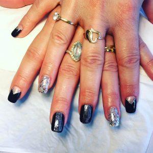 Manucure nail art argenté