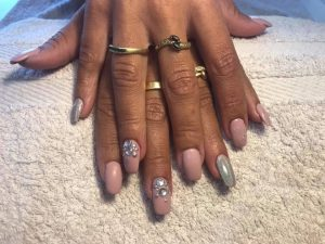 Manucure nail art rose